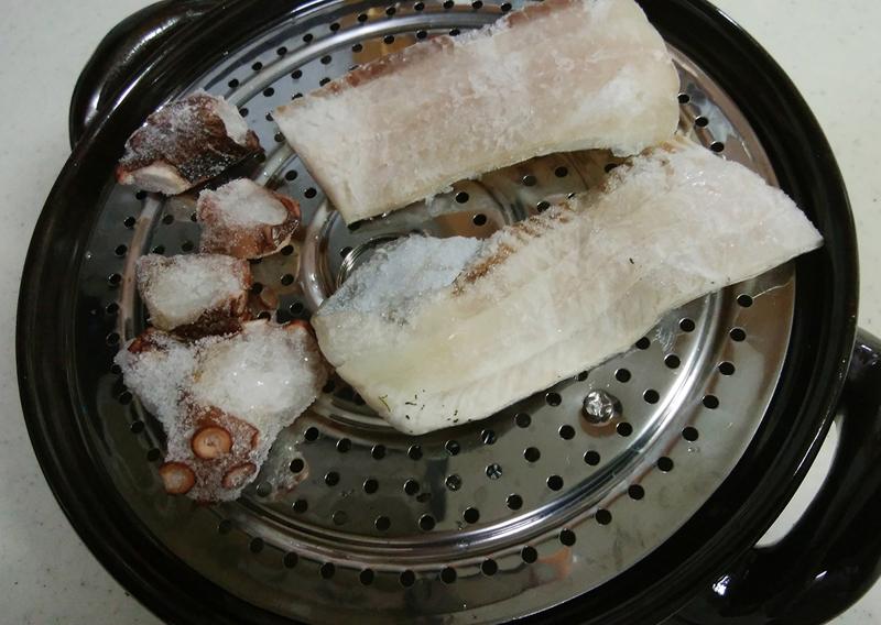 土鍋にタチウオ・タコ