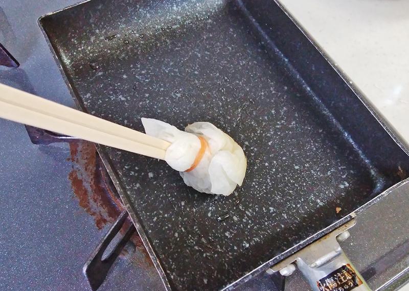 油を引いて温めた卵焼き器