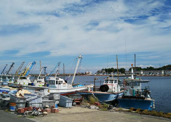 船釣り漁港風景