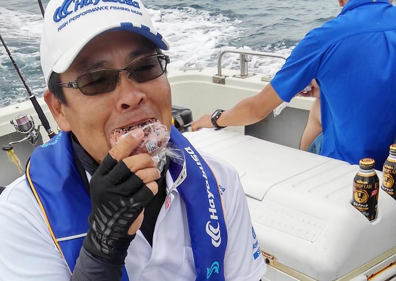 船の上での食事
