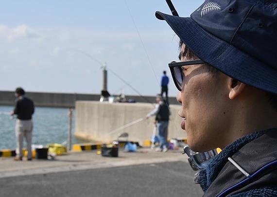 2_賑わう釣り場