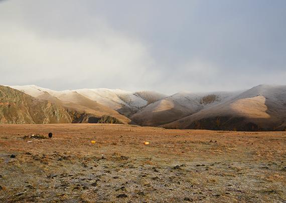 5_モンゴルの山