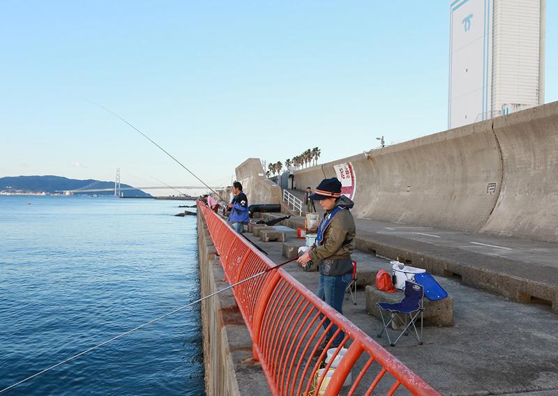 05_堤防での釣りの様子1