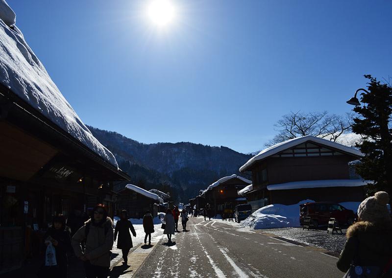 冬の街中や観光地