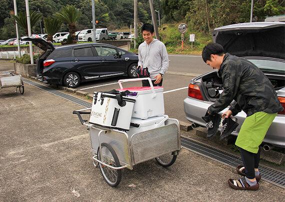 05_リヤカーに大荷物を積み込みます