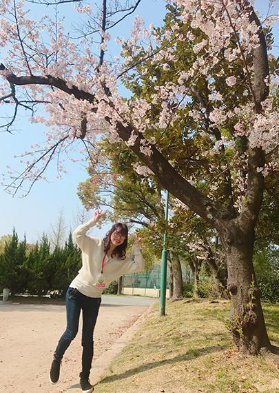 29_桜の木の下でパチリ