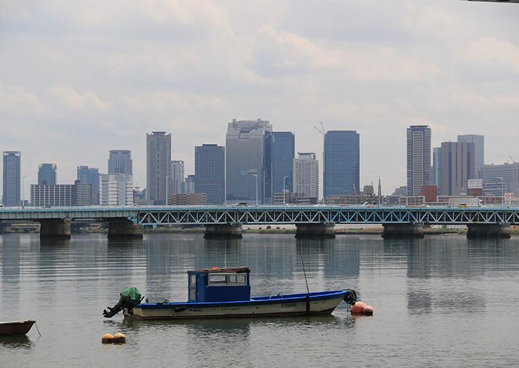 05_ IMG_2850_2019.JPG 淀川の対岸に見える大阪の街