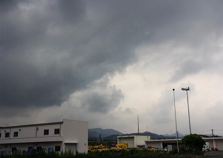 01_IMG_0794.JPG 厚い雲が空を覆う