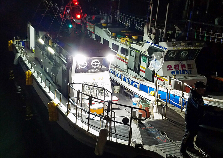 05_20190508_032740.jpg 港の船