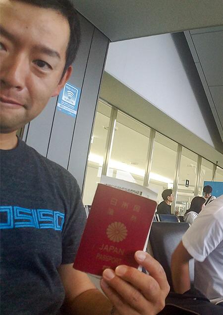 15_海外釣行で必須のパスポートと空港風景