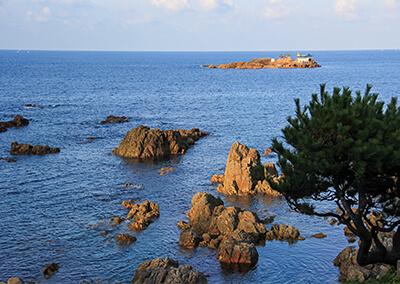 02_IIMG_1717 沖に浮かぶ小島は龍宮城