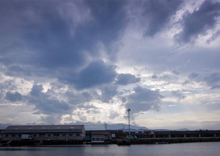 18 DSC04464.JPG 夕暮れ空の漁港