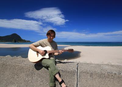 38_IMG_4276 ギターが似合う瀨山さん