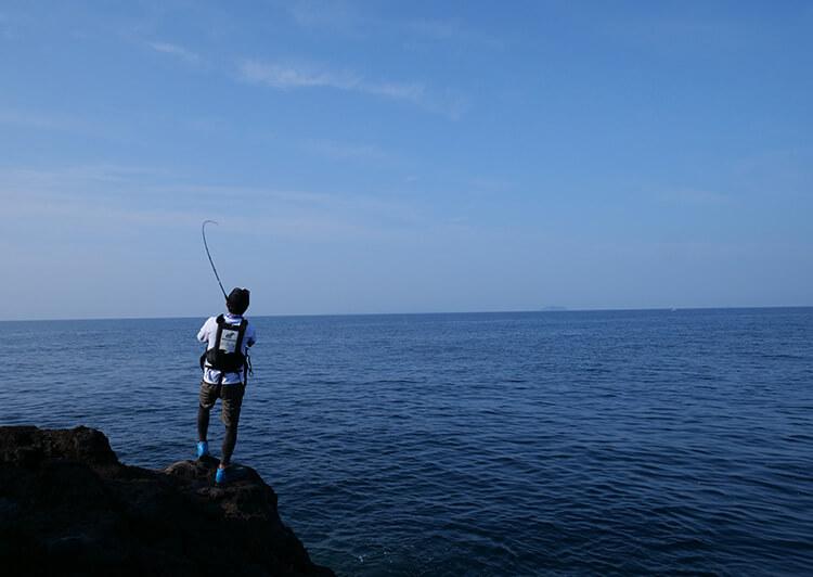 磯場で釣り