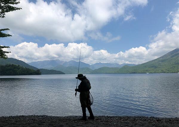 中禅寺湖(日光観光協会)