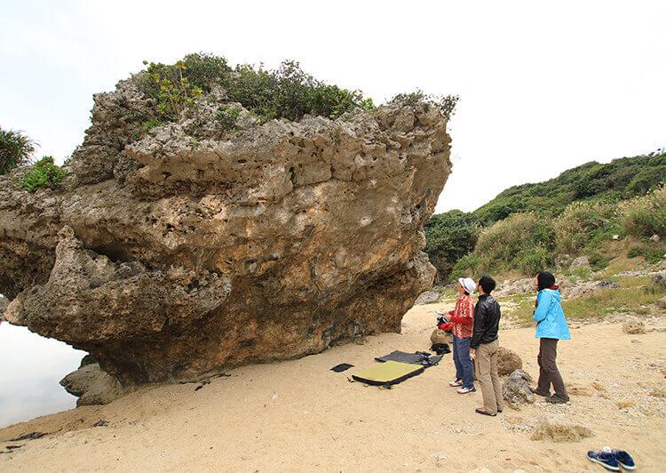 07_ IMG_7997.JPG  岩を眺める