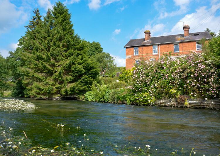 last 川と家の風景