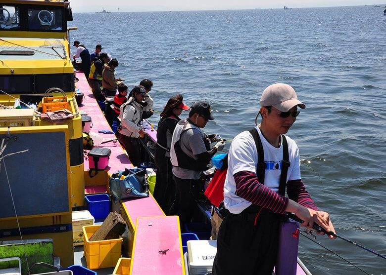 夏の沖釣りシーン