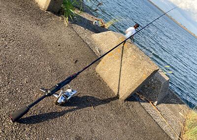 05_ 堤防の釣り竿
