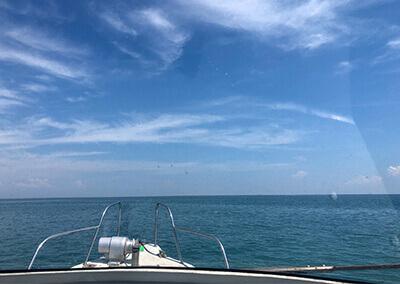 08_ IMG-4888 船から見る青空