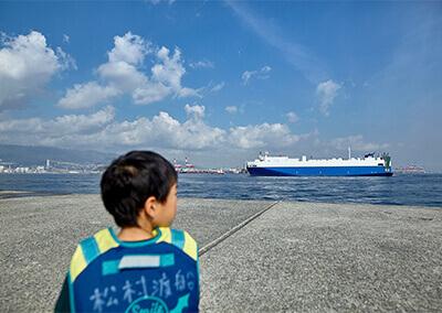 05_ IMG_9997 近くを通る大型船