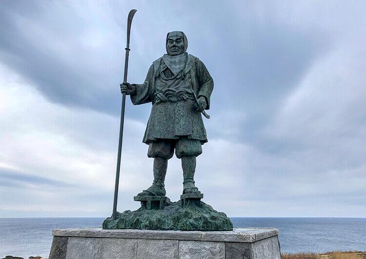15_ 弁慶岬の像