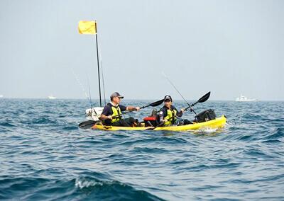 06_ 海上でカヤックを漕ぐ
