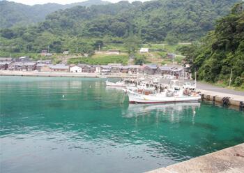 01 漁港と民家