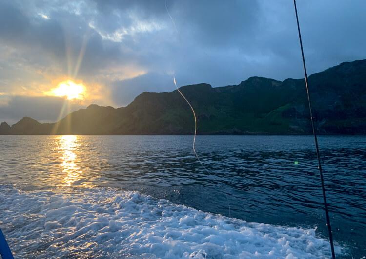 02_朝日を眺めて出船