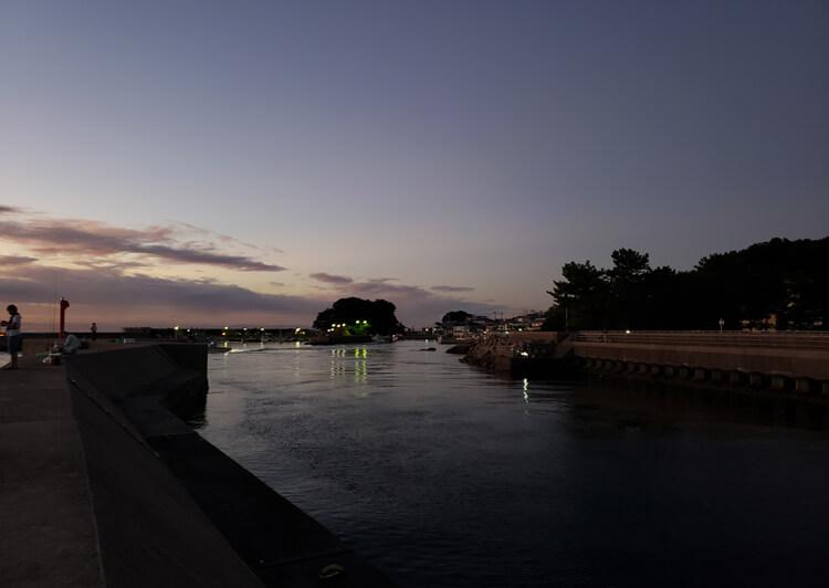 06_ 夕暮れの漁港
